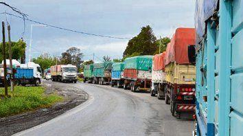 Interminable ir y venir de camiones. En la zona se registraron siniestros por suerte sin consecuencias graves.