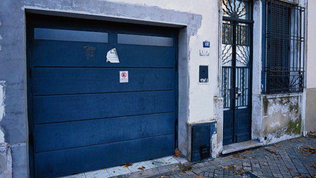 barreta. Los intrusos irrumpieron luego de forzar el portón del garaje.