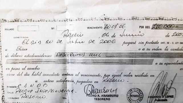 Documento. Olmos dio a conocer un pagaré de 200 mil dólares firmado por López.
