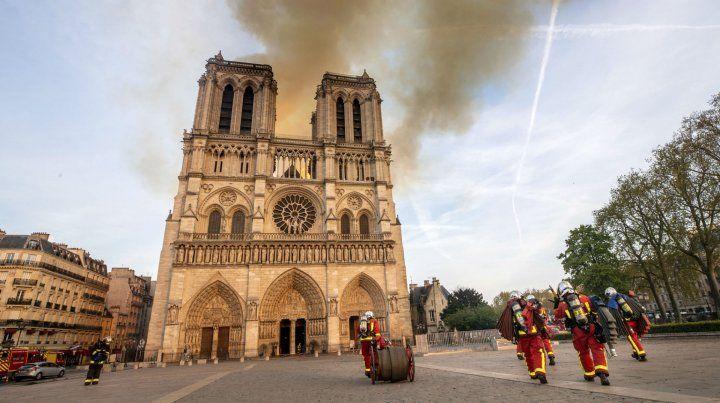 La Catedral de Notre Dame quedó parcialmente destruida.