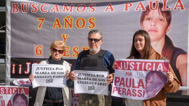 La hija de Paris, juntos a los padres de Paula Perassi, se encontraron en el Centro de Justicia Penal.