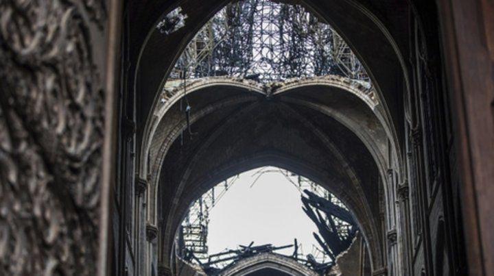 Penoso. Algunos de los vitrales de Notre Dame se perdieron.