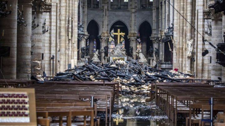 desastre. Gran parte de los techos de la catedral se derrumbaron sobre la nave