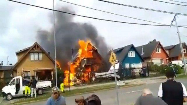 El avión se estrelló contra una casa en pleno Puerto Montt.