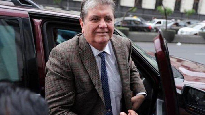 El expresidente de Perú Alan García se disparó cuando iba a ser detenido
