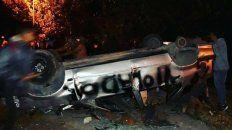furia. Así quedó el auto de Leonardo A., a quien salvó la policía.