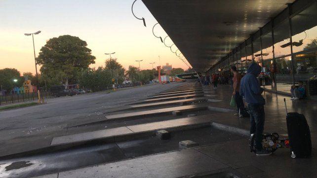 Un taxista fue asesinado y sus compañeros decretaron un paro y bloquearon la Terminal