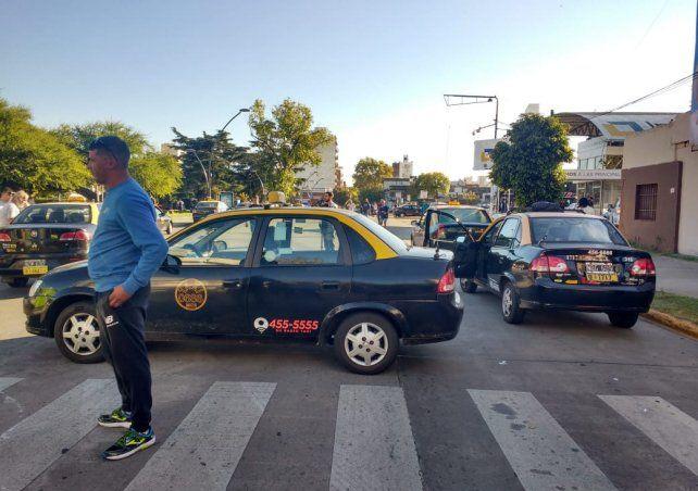Taxistas realizan bloqueos intermitentes y complican la actividad en la Terminal