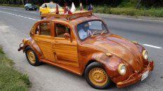 Viaja en un auto de madera de Lima a Nueva York por su hija