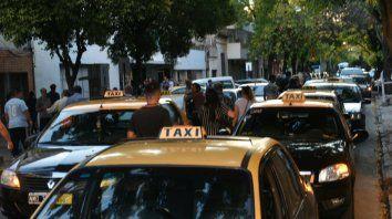 Los taxistas se quejan porque los corredores seguros que propuso la provincia no funcionan bien.