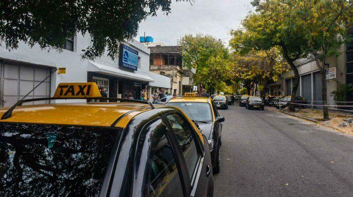Los taxistas se congregaron hoy en San Lorenzo y Lagos donde se realiza el velatorio de Esusy.