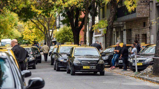 Los taxistas se concentraron esta mañana en Ovidio Lagos y San Lorenzo