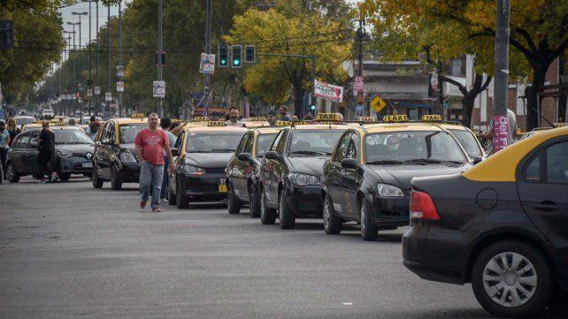 La caravana de taxistas esta mañana en la avenida Provincias Unidas