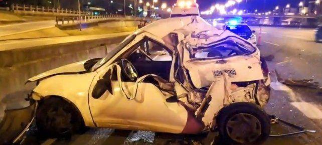 El auto fue embestido por el camión en la Panamericana.