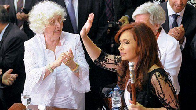 Unidas. Ofelia aplaude a Cristina cuando esta asumió su segundo mandato