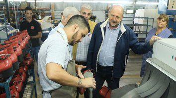 Perotti en una fábrica de calzado.