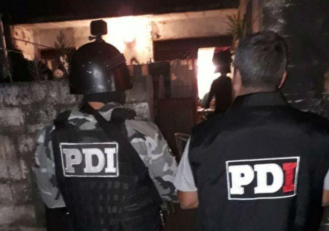 Personal de la PDI detuvo a uno de los sospechosos del crimen del taxista en un Fonavi  ubicado detrás de la cooperativa Cotar.