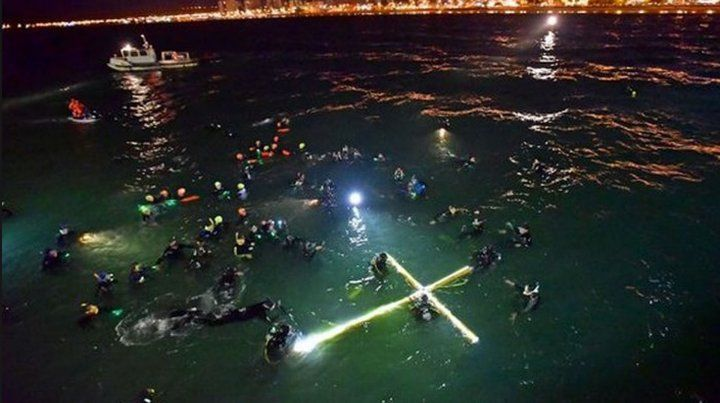 Así fue el increíble Vía Crucis submarino en Puerto Madryn