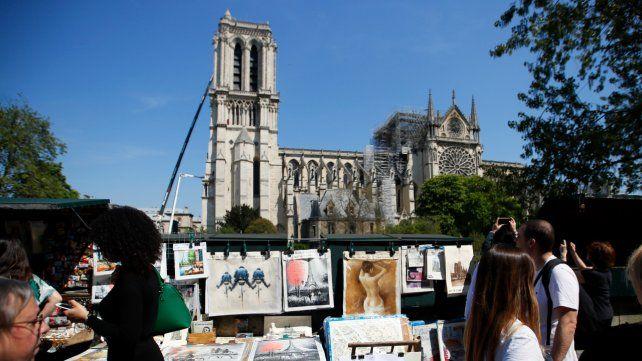 Herida. Notre Dame luce al sol