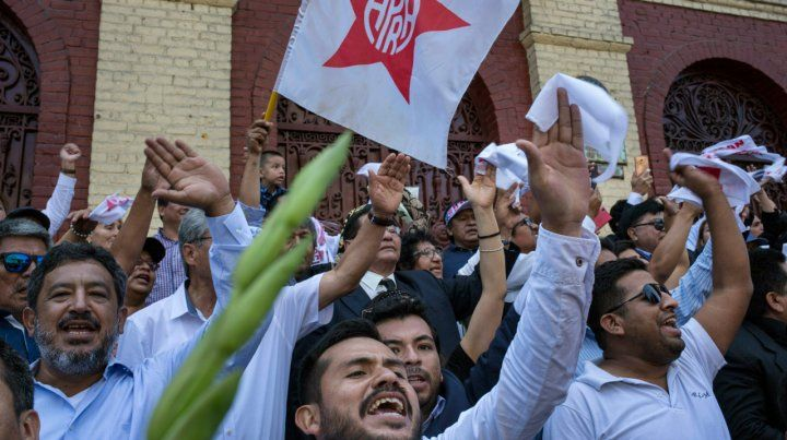 Adiós. Los militantes del APRA despidieron con orgullo a su líder.