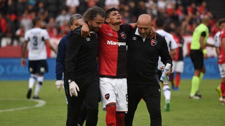 Mala tarde. Rivero se va dolorido por un esguince de rodilla.