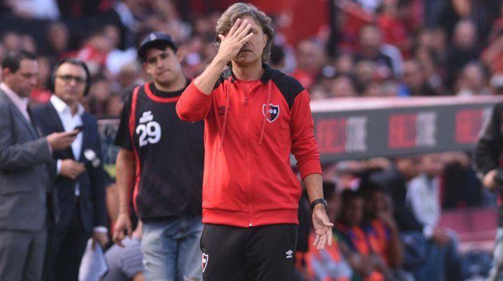 Tras la dura derrota en el Coloso, Bidoglio dejó de ser el DT de Newells
