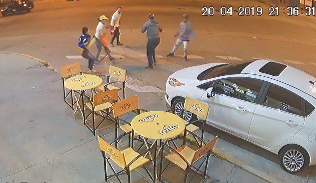 Quisieron robar una heladería y terminaron a los sillazos