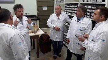Recorrida. El intendente Pedretti en los laboratorios Forquímica de Brasil.