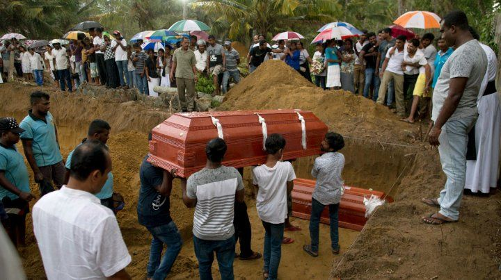 Funeral. Sepultura de miembros de una familia muertos en la Iglesia de San.Sebastián