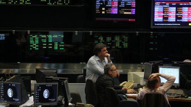 Derrumbe. El panel líder de la Bolsa de Comercio porteña registró una fuerte baja en el día de ayer.