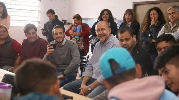 Recorrida. Perotti visitó una cooperativa ubicada en Pérez.