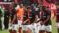 Final del juego. Teodoro Paredes, Maxi y Alexis Rodríguez, Luis Leal y Mauro Formica dejan el Coloso tras la derrota ante Gimnasia, el domingo pasado, que significó la eliminación de la Copa Superliga.