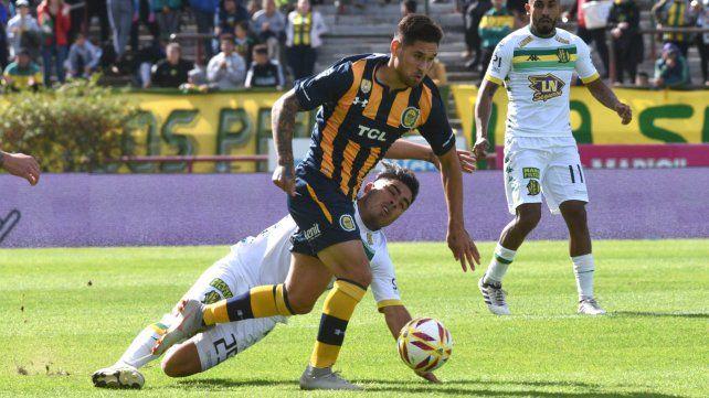En acción. Rodrigo Villagra hizo un gran partido ante Aldosivi y jugaría con Católica.