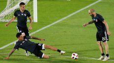 Tres que van. Santos Borré, Enzo Pérez y Javier Pinola son fija para jugar en Chile.