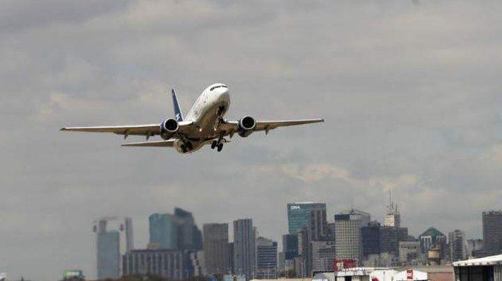 Dos aviones estuvieron a punto de chocar y uno de los pilotos increpó con dureza a una controladora aérea