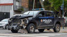 Un patrullero pasó en rojo y causó un choque