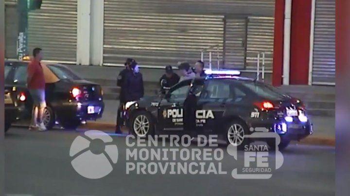 La policía detuvo a un hombre que amenazó a un taxista. (Foto: captura de video)