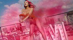 Vicky Xipolitakis posó desnuda tras regalar la ropa de su placard