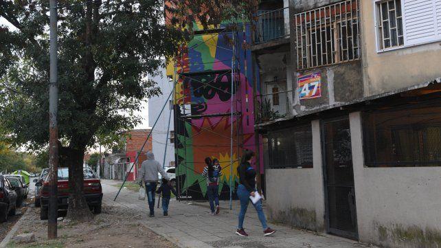 Los murales transforman un Fonavi en una galería urbana a cielo abierto