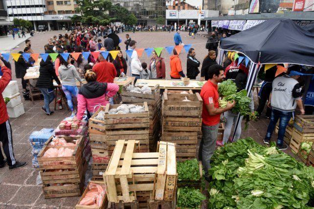 La plaza Montenegro se llenó por la feria libre de inflación