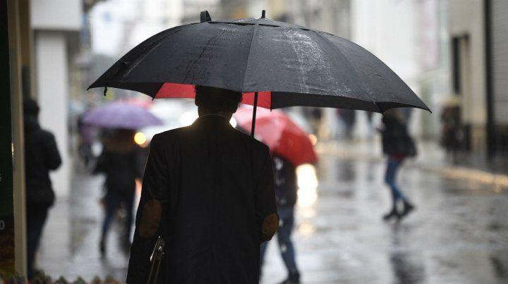 La lluvia no afloja y rige un alerta meteorológico para el sur y centro de Santa Fe