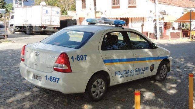 El policía decidió llevar el maletín a la sede del destacamento que funciona enel mismo lugar.