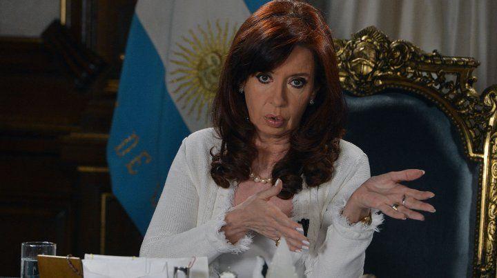 Cristina contó en su libro por qué no le entregó el bastón de mando a Macri