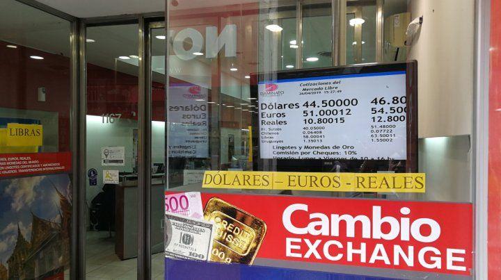 Acá. La divisa norteamericana ascendió a $47 en las casas de cambio de la city rosarina.