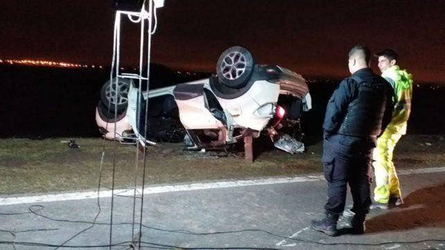 Cinco muertos al chocar un auto contra el semiremolque que se desprendió de un camión