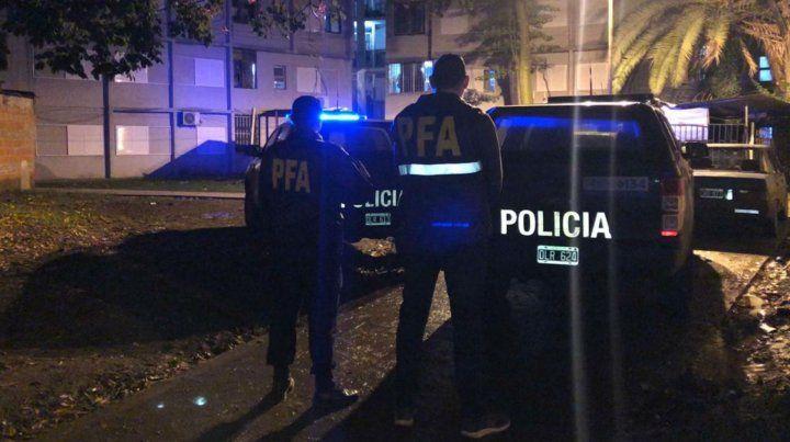 Efectivos de Policía Federal en uno de los domicilios allanados.