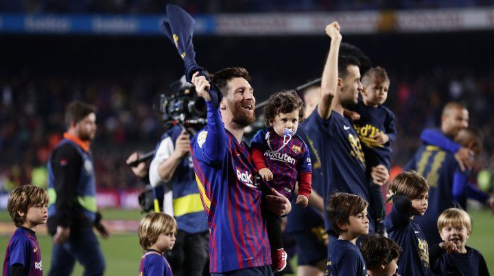 El emocionante festejo de Lionel Messi con sus hijos y su esposa en pleno Camp Nou