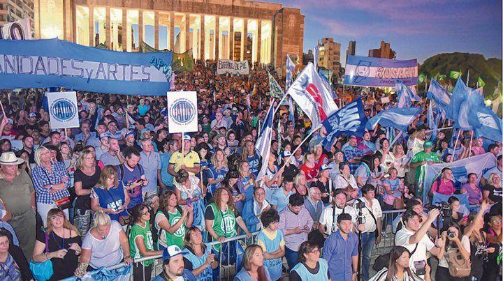 Disputa. La resistencia de los trabajadores a las viejas recetas flexibilizadoras se da en la huelga y en la calle.