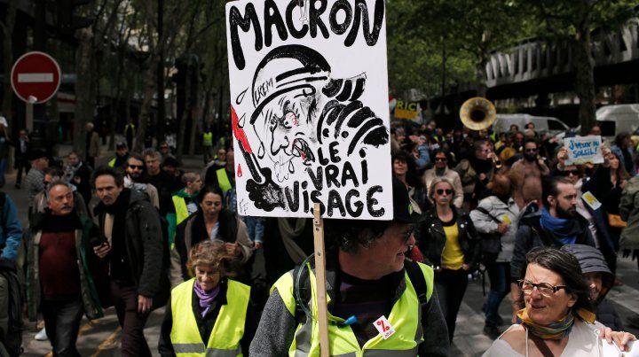 Francia: los chalecos amarillos decaen a la vez que se radicalizan