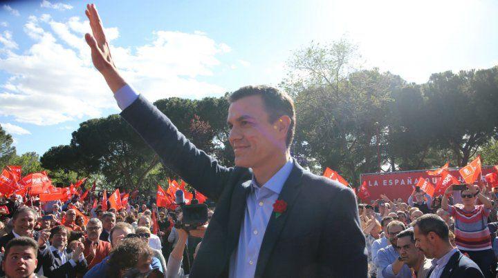 Sánchez festeja el resultado electoral de hoy.